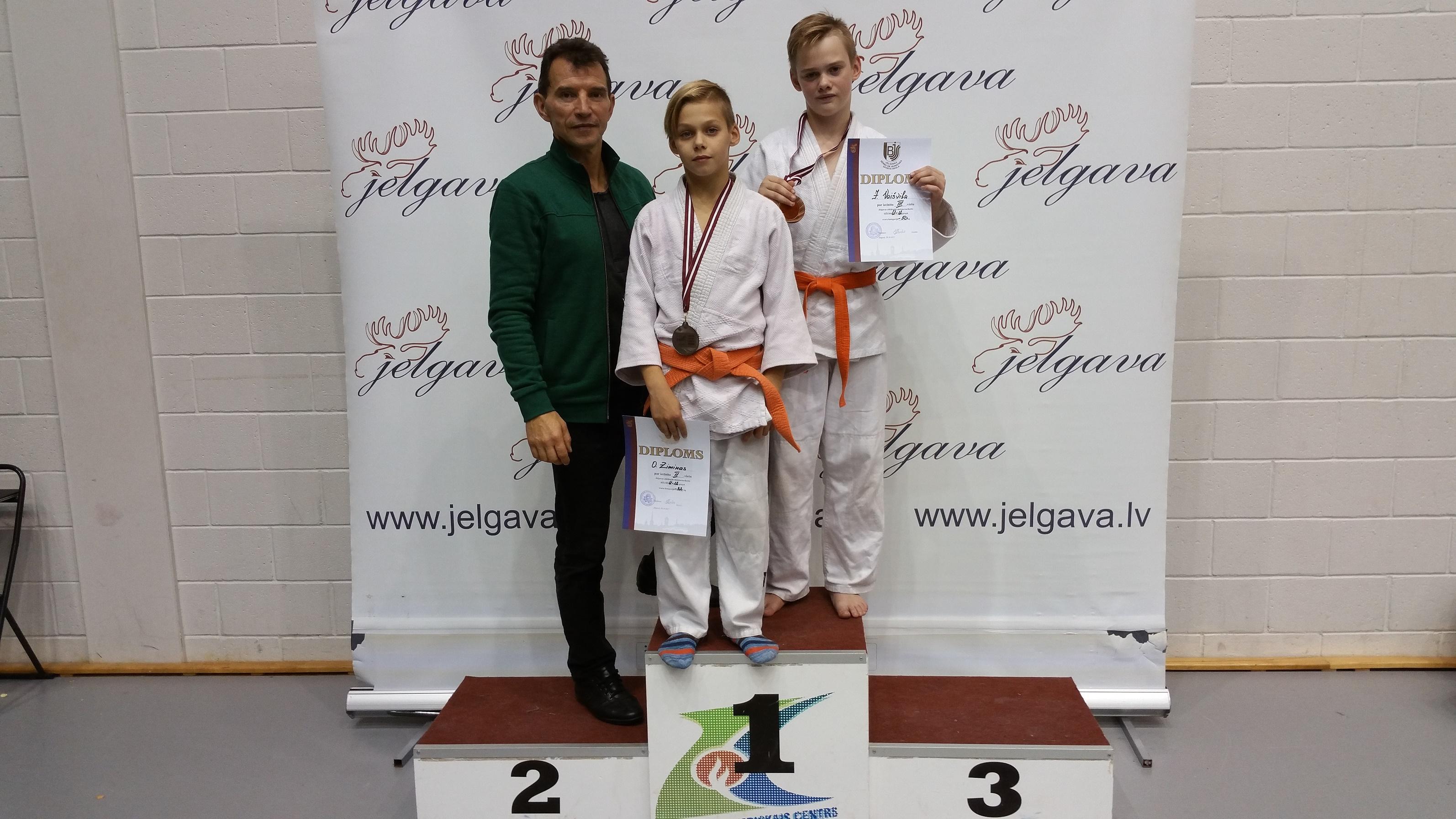 Tr. J. Tilvikas su sportininkais