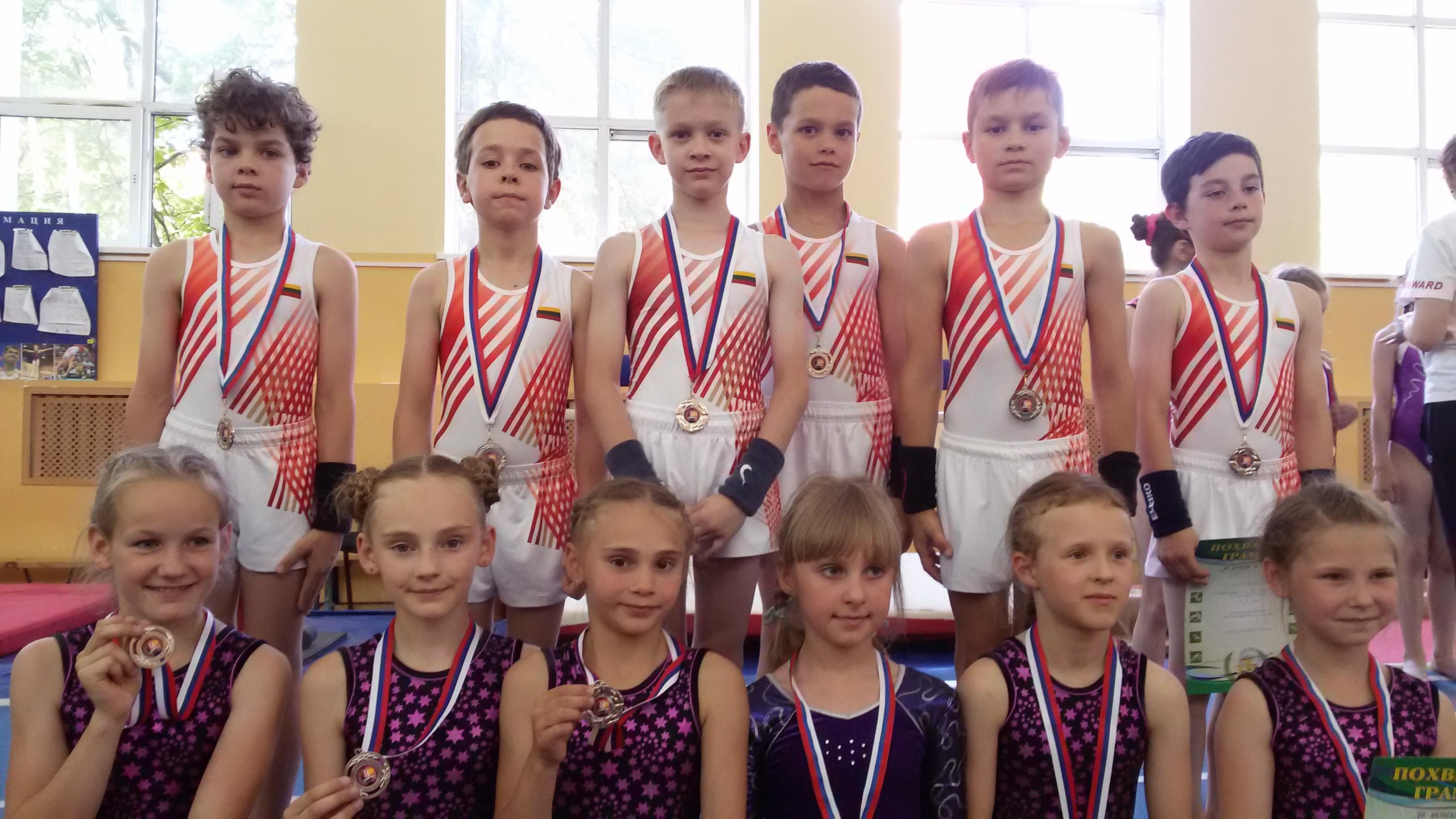 Klaipėdos berniukų komanda su medaliais