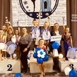 Trenerė Renata su savo gimnastėmis 2