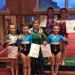 Trenerė O. Malyševa su gimnastėmis